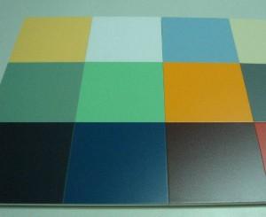 В чем секрет популярности плитки ПВХ для потолка?