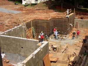 Один из важнейших этапов строительства дома – гидроизоляция фундамента