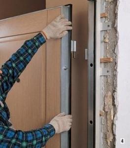 Обращаем внимание на дверную коробку и конструкцию входной двери