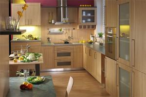 Выбираем между пластиковой и деревянной мебелью в кухне